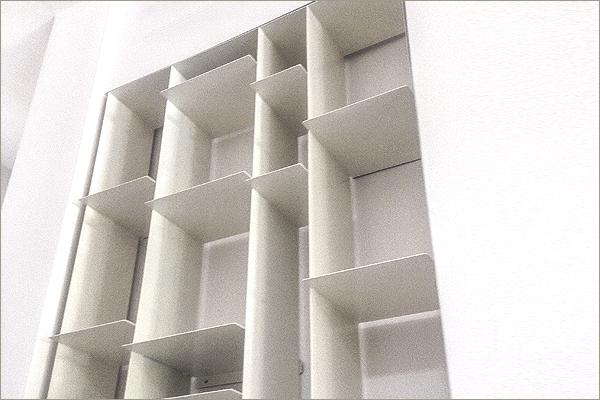 ספריה מתכת דקה לבנה רנדומלית